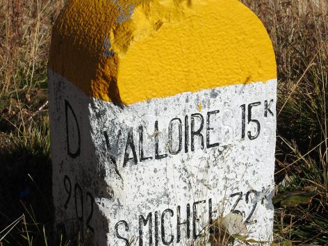 borne-route-grandes-alpes-valloire-galibier-web