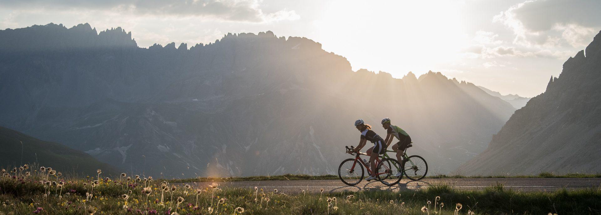Ascension Galibier en vélo au lever de soleil