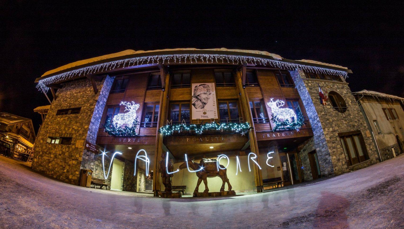 La mairie de valloire de nuit