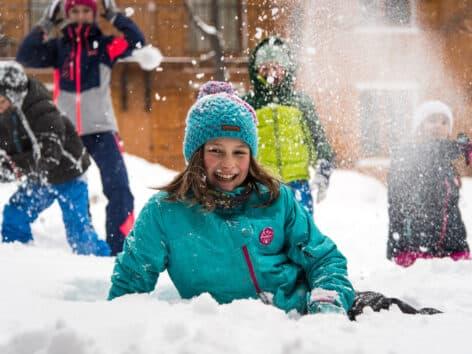 jeux d'enfants dans la neige à Valloire