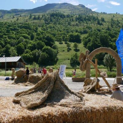 sculpture-paille-foin-en-construction-ete-2021-valloire.jpg